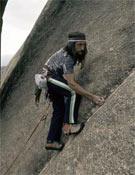 Jesús Gálvez escalando en la vía Me cago en Dios (6c) de El Hueso, en La Pedriza.- Foto: desnivelpress.com