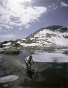 Un ciclista en el Lago Urdiceto.- Foto: desnivelpress.com