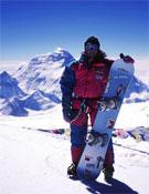 Jordi Tosas con su tabla, en la cima del Cho Oyu.- Foto: K2news.com