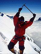 Jean Christophe en la cima del Annapurna, tras ascender su Arista Este junto a Alberto Iñurrategui.- Foto: jclafaille.com