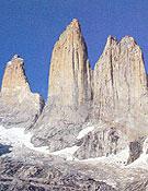 Las Torres del Paine.- Foto: Patagonia, de Gino Buscaini y Silvia Metzeltin