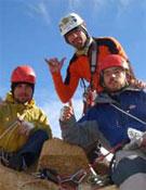 Pedro Cifuentes, Nicolás Secul e Ivo Kusanovic en la cima de la Torre Central.- Foto: laprensaaustral.cl