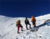 Afrontando empinadas rampas antes de llegar a la travesía a unos 6.500 metros.- Foto: Col. Desafío Extremo