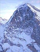 La oscura y subyugante cara norte del Eiger (3.974 m).<br>Foto: Glénat Presse