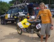 El leonés junto a su moto en el Rally de los Faraones.- Foto: jesuscalleja.es