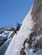 Silvestre Barrientos en el quinto largo de Alöis.<br>Foto: Jóvenes Alpinistas de la FEDME
