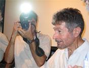El cazador cazado, junto a Carlos Soria, el 15 sep 2004.- Foto: Ángel Pablo Corral