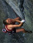 Beth Rodden sobre Meltdown, línea tradicional de un largo sugerida como 8c/c+.- Foto: Corey Rich / alpinist.com