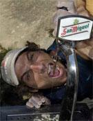 Jordi Salas refrescándose durante la I edición del X-Tone.- Foto: desnivelpress.com