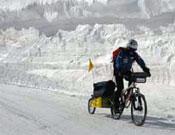 Juan Menéndez a dos ruedas sobre el hielo.- Foto: José Mijares