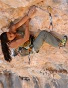 Daila Ojeda en su segundo 8b+, Rollito Sharma, en Santa Linya.- Foto: María Torres / desnivelpress.com