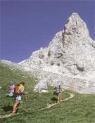 Excursionistas en Collado Jermoso, Picos de Europa.- Foto: desnivelpress.com