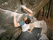 Franz Widmer en New baseline, 8c de bloque de Magic Wood.- Foto: dreilandrock.info