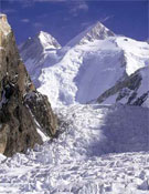 Grupo de los Gasherbrum: GI (izquierda) y GII (derecha).- Foto: desnivelpress.com