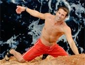 Miquel Riera escalando sobre el mar (psicobloc) en Setze jutges (MF/10) en Cala Serena, Mallorca.- Foto: desnivelpress.com
