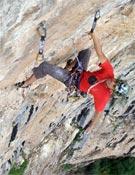 Javier Bueno sobre la gran bóveda del tercer largo.- Foto: FEDME