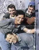 Sábado 8 de julio de 1961: los cuatro alpinistas franceses en el refugio de la Fourche, fotografiados con el autodisparador antes de su intento al Frêney. Desde arriba: Antoine Vieille (a la izquierda), Pierre Kohlmann, Robert Guillaume (en el centro) y Pierre Mazeaud.- Foto: desnivelpress.com