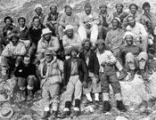 Miembros de la expedición suiza de 1952 dirigida por el doctor Wyss-Durant que atacó por primera vez el Everest por la vía Sur. Instalaron un campamento a 8.400 metros, entre el Collado Sur y la cima. Y en el asalto final Raymont Lambert y el