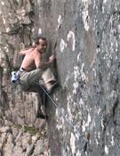 Dave superando el último movimento duro de Echo Wall.- Foto: Claire MacLeod