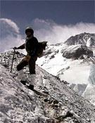 Alberto Zerain, caracterizado de Irvine para un documental de Al Filo de lo Imposible, en el Everest.- Foto: Col. Sebastián Álvaro