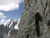 Josep Solá durante la apertura de Guilleries al Neyzah Peak (5.788 metros).- Foto: himalalts.net