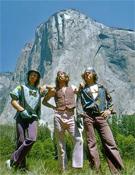 De izquierda a derecha: Billy Westbay, Jim Bridwell y John Long, en la base de El Capitán.- Foto: Dean Fidelman