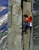 Kati Brown durante su ascensión en libre a la Regular de la cara noroeste del Half Dome.- Foto: John Dickey