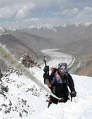 Durante la ascensión al Pico Sokut, 5.500 hermosos metros en Tayikistán.- Foto: Javier Selva