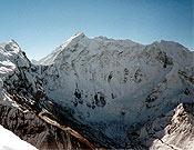 Vertiente norte del Baruntse (7.220 m).- Foto: simonemoro.com