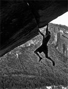 Dean Potter en la legendaria Separate reality en Yosemite, en 2006. Fue la tercera ascensión en solo integral tras las de Wolfgang Güllich y Heinz Zak.- Foto: Dean Fidelman