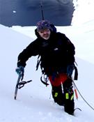 Sebas ascendiendo a la cumbre del Pico Wandell (Antártida).- Foto: Al Filo
