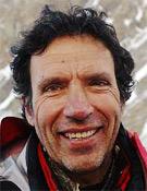 El alpinista catalán Oscar Cadiach en el campo base del K2 en 2004.- Foto: desnivelpress.com
