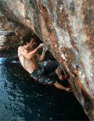 Patxi Usobiaga escalando en Mallorca durante la producción del documental.- Foto: Cortesía de Bideografik