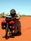 Tras el Gran Desierto Arenoso, Juan se interna en el desierto de Gibson.- Foto: Juan Menéndez Granados