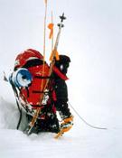 Chus Lago retirándose del Pobeda Peak, en 2002, debido a las condiciones meteorológicas.- Foto: Col. Chus Lago