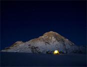 Noches frías bajo la mole del Makalu.- Foto: Cortesía de Marko Prezlj