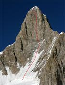Itinerario seguido por Dempster durante su apertura en la cara oeste del Tahu Ratum (6.651 m).<br>Foto: Kyle Dempster