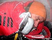 Krzysztof Wielicki durante una gélida noche en el campo 2 del Nanga Parbat durante el intento invernal de 2007.- Foto: himountain.eu