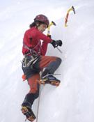 Manuel Córdova, escalando en hielo.- Foto: desnivelpress.com