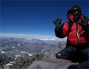 Adrián en la cumbre del Walter Penk, la última de su aventura.- Foto: Col. A. Sánchez