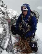 Iker Pou tanteando la pared del Three Pigs en la Antártida.- Foto: Col. Hmnos. Pou