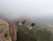 Carlos Suárez y Leo Houlding tras saltar de la cima de La Visera.- Foto: Manu Prats