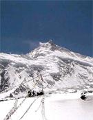 Vista del Manaslu desde el Campo Base. Foto: Exped. GMAM 2004