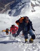 Edurne liderando la ascensión del equipo al Manaslu durante el día de cumbre. Foto: Al Filo