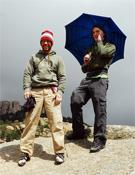 Gaz Parry (izquierda) y James Pearson bromean con el clima madrileño.- Foto: desnivelpress.com