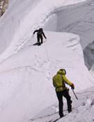 La expedición apróximándose a la cima
