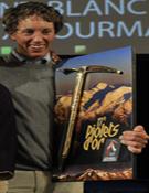 Los premiados posan con su Piolet d'Or