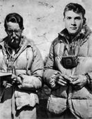 Tartan Purry y Andrew Irvine en Nepal (1922).