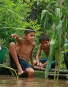 Niños en el agua por la Ruta Mazariegos