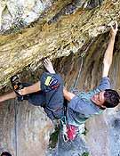 Eric López sobre la roca de Rodellar. Foto: Col. Eric López
